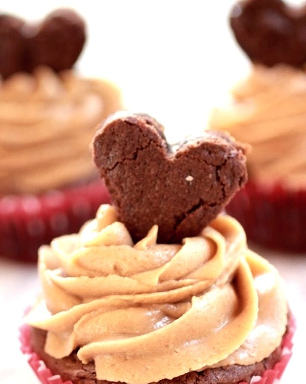 Recipe: Valentine Brownie Cupcakes with Peanut Butter Frosting